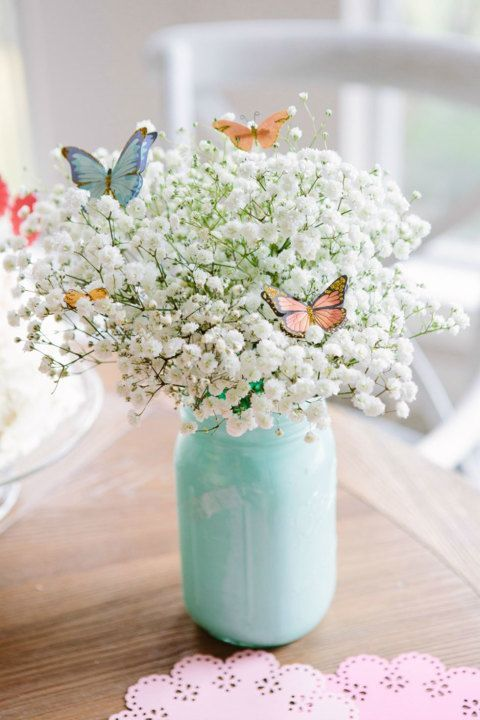 Easter Mason Jar Flower Arrangement.